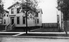 The house at 127 (later 1840) Park Avenue, Chicago, where Henry Warrington raised his family. This is a photo dated August 1904. Both Henry and his wife Isabella died the year the photograph was made, leaving William H. the only family member in the house.